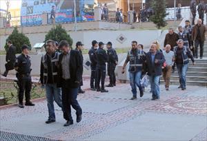 Başkan'ın oğlu ve iki kardeşi tutuklandı