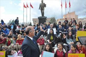 Kırıkkale Valisi Kolat, öğrencilerle birlikte kitap okudu
