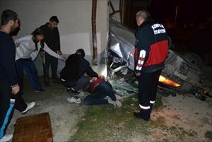 Takla atan araç binanın garajına girdi: 3 yaralı
