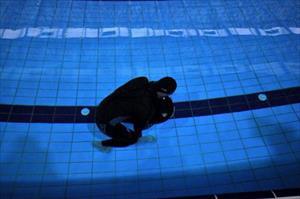 Milli sporcu Serhat Aydın, sualtında 79.94 metre yürüyerek rekor kırdı