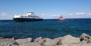 Karaya oturan feribot kurtarıldı