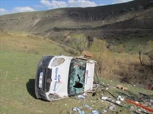 Çarptığı şahsı hastaneye götürürken kaza yaptı