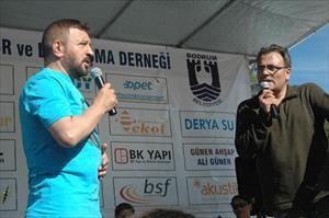 Mesut Yar türkü söyledi Karadenizliler coştu