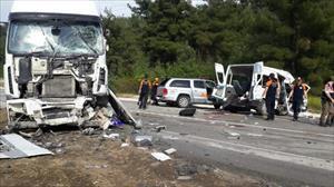 Cezaevi minibüsü ile TIR çarpıştı: 3 ölü, 6 yaralı