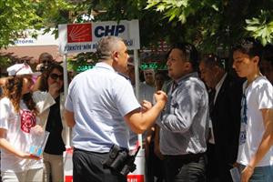 CHP'nin seçim standına zabıtadan tutanak