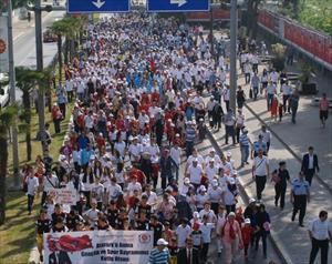 Balıkesir'de yürüyüşlü kutlama