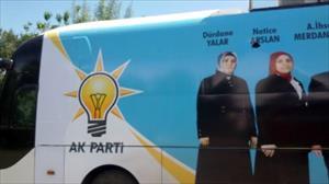 AK Parti seçim otobüsüne taşlı saldırı