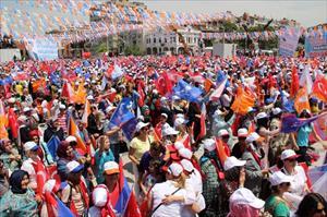 Davutoğlu: '6'lı çeteye karşı mücadele veriyoruz