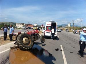Kamyonet traktörle çarpıştı: 1 ölü, 1 yaralı