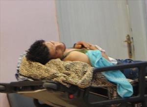 Sinir krizi geçiren Suriyeli genç elini kesti