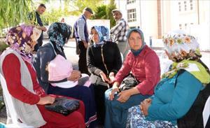 Madenci eşi Zeynep Tokat: Eşlerimize kömürü ekmeğe dürdürüp de yedirdiler