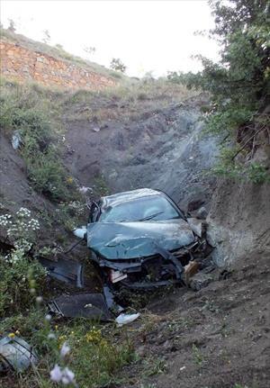 Yozgat'ta otomobil uçuruma yuvarlandı: 4 yaralı