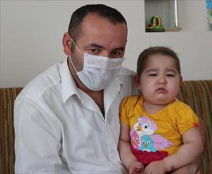 Kızına uygun iliği bağışlayana 20 bin lira verecek