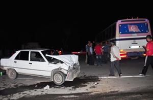 Otomobil, otobüsle çarpıştı: 4 yaralı