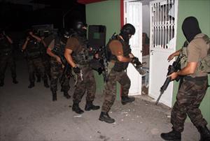Adana'da özel harekatlı operasyon