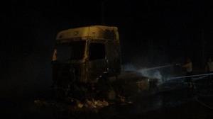 PKK, Iğdır'da yol kesip, TIR yaktı