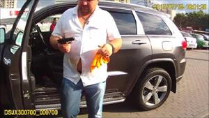 Kiev'de sarhoş bürokrat polise silah çekti
