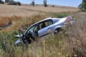 Otomobil dereye uçtu: 1 ölü, 1 yaralı