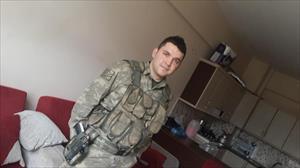 Şehit asker babasıyla konuşurken vurulmuş