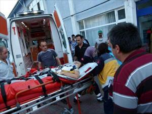 Tur minibüsü uçuruma yuvarlandı: 1 ölü, 8 yaralı