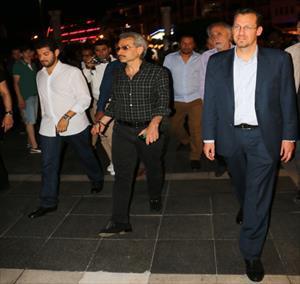 Suudi prens yürümeye doymadı