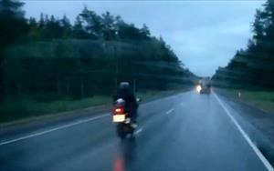 Motosikletten geriye duman yığını kaldı