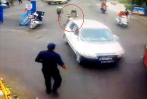 Alkollü sürücü eze eze kaçtı