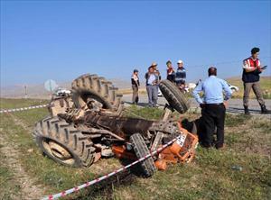 Korkuteli'nde traktör kazası: 1 ölü, 2 yaralı