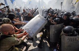 Parlamento binası önünde çatışma: 1 ölü, 100 yaralı