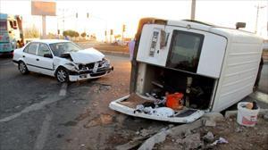 Tarım işçilerini taşıyan minibüs kaza yaptı: 10 yaralı