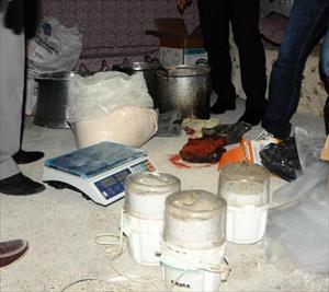 Teras kattaki uyuşturucu imalathanesine baskın