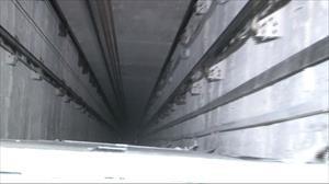 Asansör faciasını paraşüt önledi
