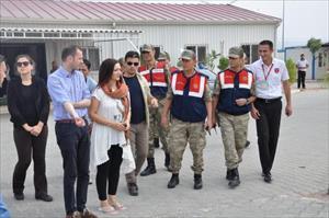 İngiliz parlamenterler, Nizip'te Suriyelilerin kaldığı kampı ziyaret etti
