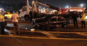 Kontrolünü kaybeden sürücü metrobüs yoluna daldı: 1 yaralı!