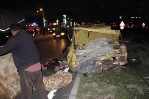 TIR otomobile çarptı: 6 yaralı