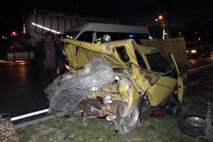Tankerin çarptığı otomobildeki 6 Suriyeli yaralandı
