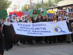 HDP'li Beştaş kadınlarla yürüdü