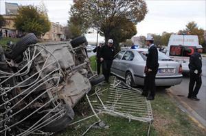 Gaziantep'te 2 kaza: 1'i polis 5 yaralı