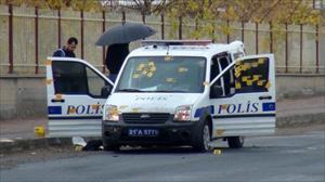Polise beyaz Toros'lu saldırı: 3 yaralı