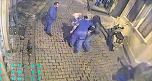 Hayko Cepkin bir kadına böyle kafa attı!