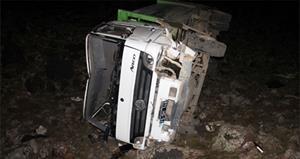 Çöp kamyonu uçurumdan yuvarlandı!