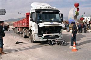 Motosikletle TIR çarpıştı, liseli Murat öldü