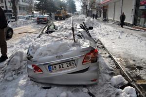 Çatıdan düşen kar kütlesi 1 kişiyi öldürdü