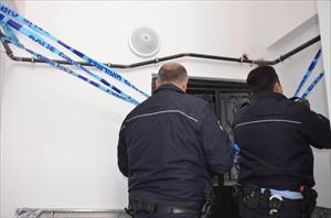 Üzerine asansör kabini düşen işçi öldü
