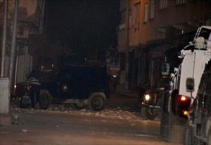 Polis aracına roketatarlı saldırı: 2 yaralı