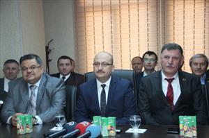 CHP'li belediye başkanı ve iki meclis üyesi AK Parti'ye geçti