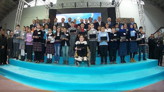 Kocaeli'de 27 bin öğrenciye tablet bilgisayar dağıtıldı