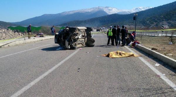 Korkuteli'de takla atan araçta 1 ölü, 5 yaralı