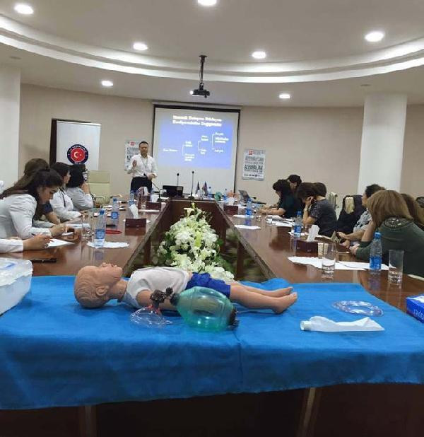 Azerbaycanlı doktorlara 'Çocuklarda ileri yaşam kursu'