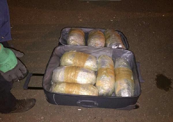 Şanlıurfa'da yolcu otobüsünde 27 kilo esrar ele geçti